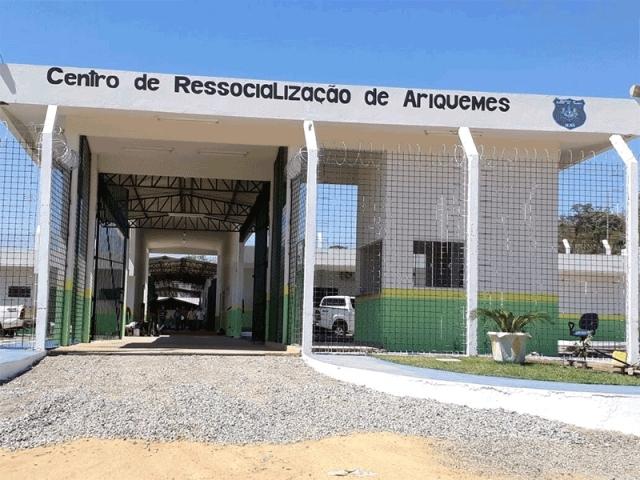 Agentes e policiais de reforço controlam princípio de motim em unidade carcerária de Ariquemes