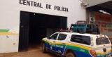 Homem é preso após esposa acusá-lo de agressão em bar da capital
