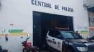 Homem enfurecido quebra vidraças da casa do pai e o ameaça de morte, em Porto Velho