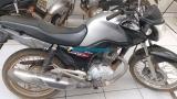 Mulher é detida por populares e presa por receptação de motocicleta roubada na Capital
