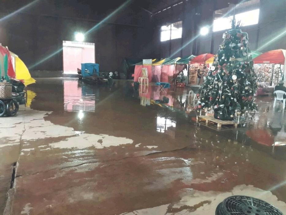 Chuva forte causa alagamentos em vários pontos de Porto Velho; veículos ficaram submersos