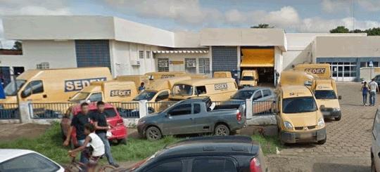 Bando invade agência dos Correios na Capital, amarram vigias e roubam cofre