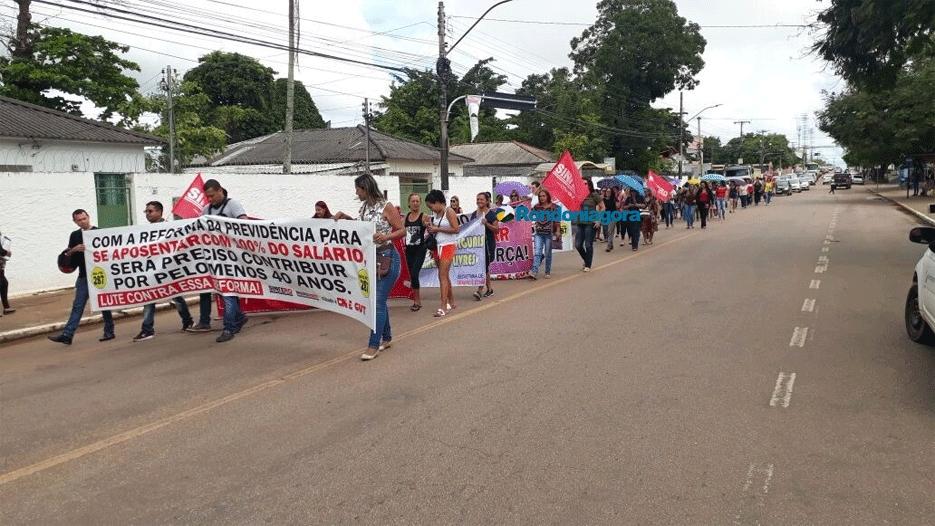Trabalhadores de várias categorias fazem ato contra reforma da previdência, em Rondônia