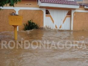 PRF auxilia tráfego em BR atingida pelas águas; Veja imagens
