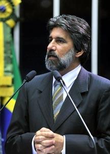 Raupp defende apoio do Brasil e se solidariza com famílias dos militares