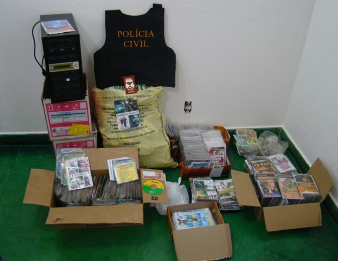 Polícia Civil apreende mais de 3.400 CDs e DVDs piratas