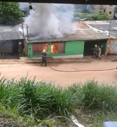 Vídeo: Casa de PM assassino é incendiada
