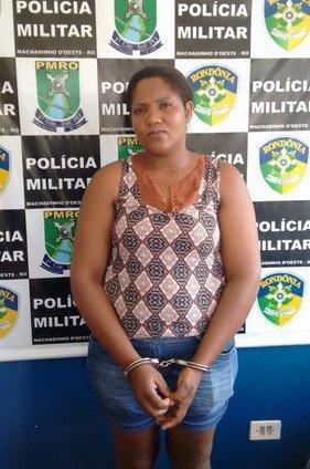 Mulher é presa por tentativa de homicídio após discussão em bar