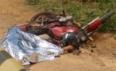 Motociclista é esmagado por caminhão caçamba