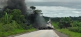 Colisão entre caminhões causa explosão na BR-364