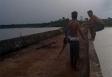 Morreu durante brincadeira: Vídeo mostra jovem sendo empurrado de ponte por amiga