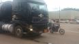 Caminhonete colide em carreta carregada com óleo diesel na Avenida Jorge Teixeira