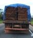 PRF apreende caminhão que transportava madeira ilegal em Ariquemes