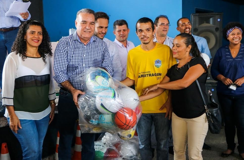 Escolas municipais de Ji-Paraná recebem kits esportivos - Geral ... 80aa5a7a0c471