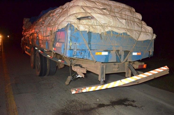 1d135dfaf4 Fotos: Mulher morre e caminhonete fica destruída após colidir com caminhão  na BR-364