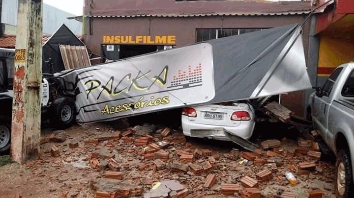 Temporal causa destruição em Pimenta Bueno; vídeo e fotos