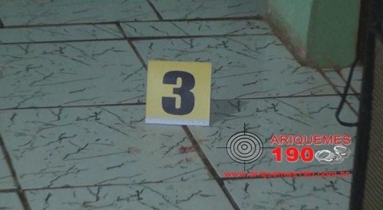 Dois homens são executados a tiros na frente de criança de 3 anos de idade