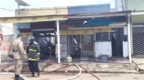 Idoso estava dentro da casa incendiada em Porto Velho