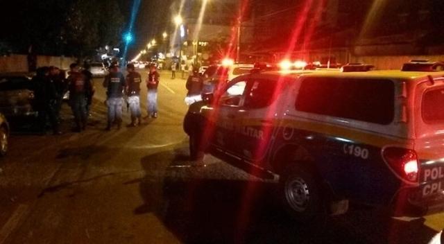 PM prende jovem bêbado e usando o celular ao volante na Capital