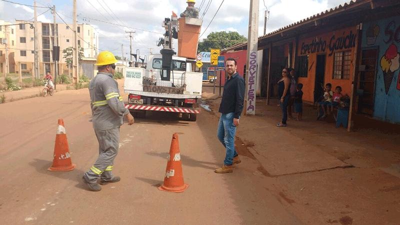 Márcio Oliveira agradece iluminação pública na Rua Humaitá