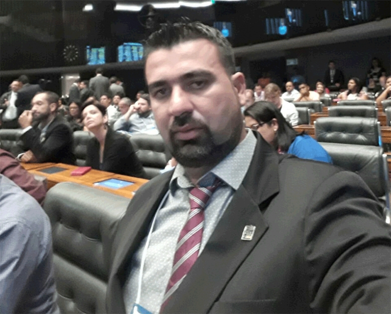 Justiça manda prefeito de Costa Marques demitir a esposa