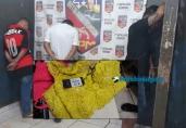 Trio é detido com drogas e dezenas de roupas ainda com etiquetas