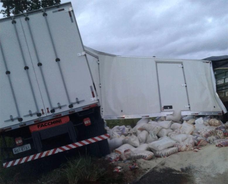 Motorista morre após colisão de dois caminhões em Candeias
