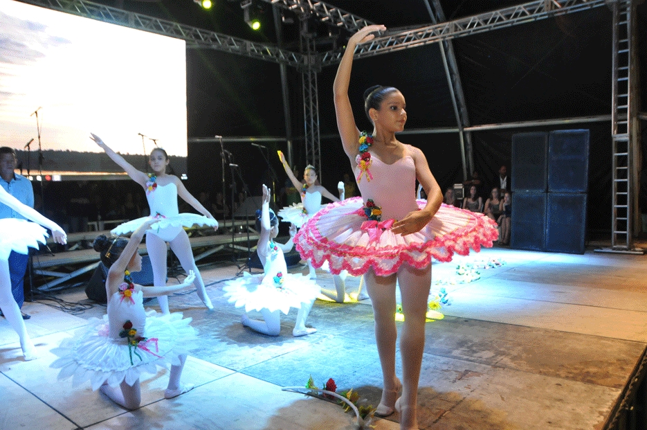 Escola de ballet oferece 150 vagas para crianças a partir dos 7 anos
