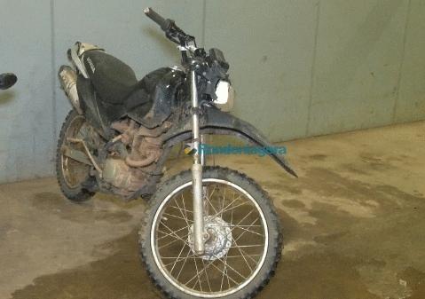 Após denúncia, dupla é presa em hotel com moto furtada e confessa crime