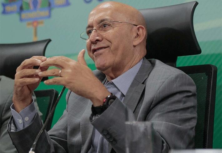 Todos os secretários e dirigentes de segundo escalão entregam os cargos ao governador Confúcio Moura