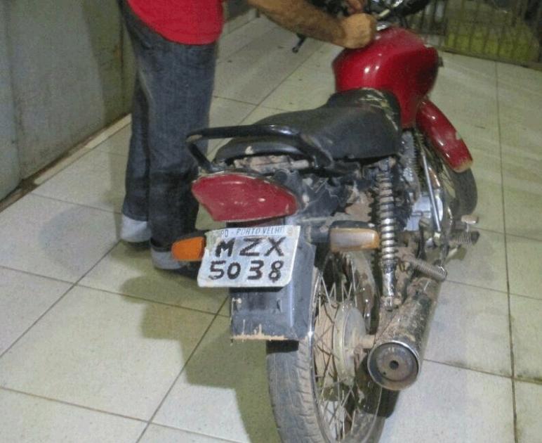 Menor é detido com moto roubada na Capital