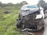 Grave acidente com capotamento e motorista preso às ferragens; fotos