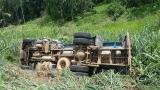 Colisão entre caminhão e carreta provoca vazamento de produto químico na BR-364