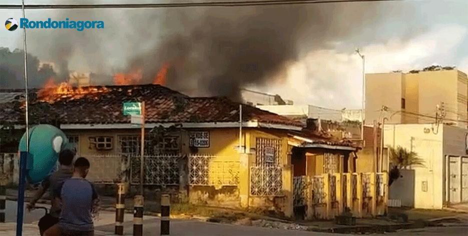 Incêndio destrói residência no centro de Porto Velho