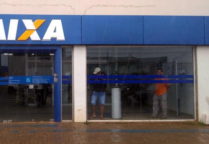 Resultado de imagem para bancos fechados em conquista