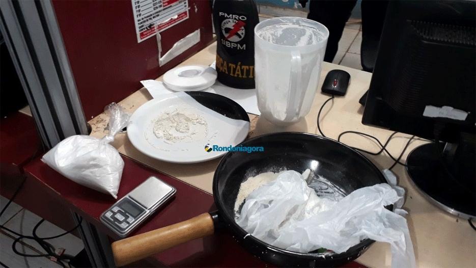 Dupla é presa com drogas em apartamento no Bairro Triângulo na capital