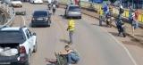 Motociclista morre e carona fica ferida em grave acidente na ponte do Rio Madeira