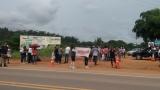 Em greve, professores fazem manifestação e tentam fechar BR-364 em Ariquemes