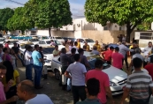 Secretário diz que táxi compartilhado não tem permissão e Lei exige taxímetro
