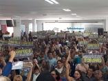 Trabalhadores em educação decidem manter greve