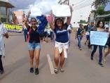 Alunos saem às ruas em apoio à greve na Educação