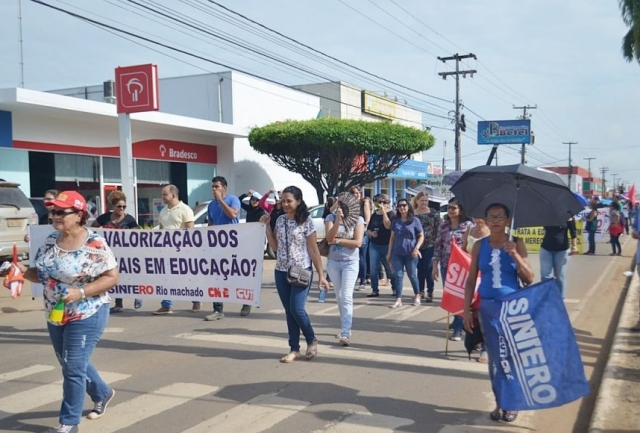 Sintero mantém greve e pressiona deputados a cumprirem trancamento de votações
