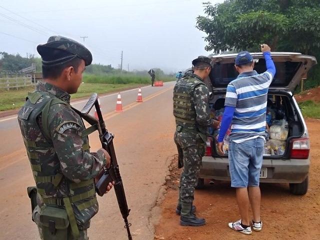 Operação do Exército nas fronteiras prende três pessoas e apreende armas, drogas e embarcações