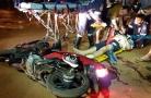 Motociclistas ficam em estado grave após colisão frontal na capital