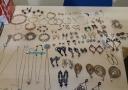 Quadrilha foge da polícia e abandona vários objetos roubados em casa de Porto Velho