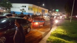 Motoristas de aplicativos bloqueiam a Avenida Jorge Teixeira próximo ao viaduto