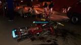 Duas pessoas ficam gravemente feridas após colisão frontal de motos