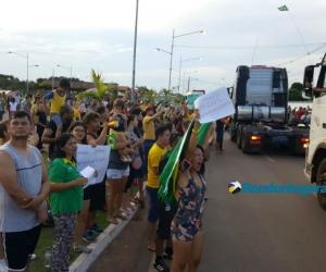 Carreata dos caminhoneiros chega ao Espaço Alternativo na capital; fotos e vídeos