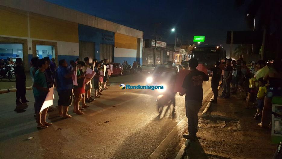 Vídeo: Grupo faz manifestação no Trevo do Roque em Porto Velho; trânsito está lento