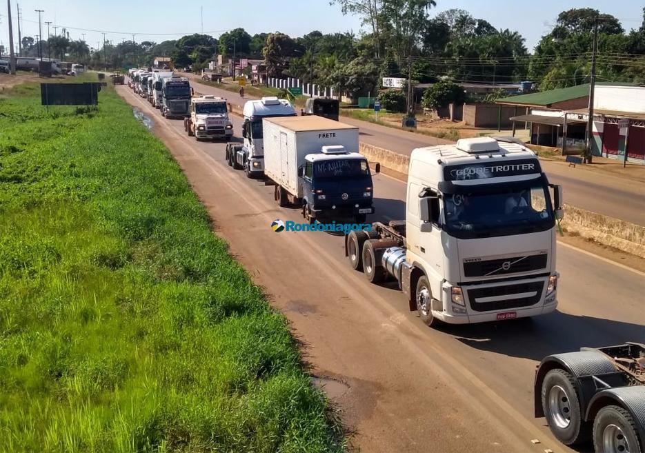 Caminhoneiros fazem nova carreata na BR-364 entre Candeias e Porto Velho; vídeo